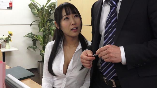 【おっぱい】露出することが大好きでそれを男性に見られて興奮してセックスしちゃう女性たちのおっぱい画像がエロすぎる!【30枚】 04