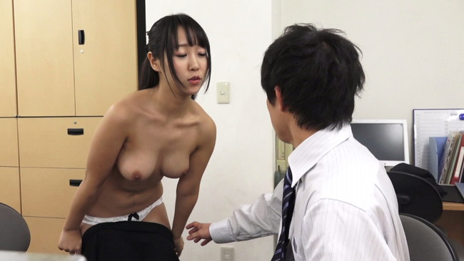 【おっぱい】露出することが大好きでそれを男性に見られて興奮してセックスしちゃう女性たちのおっぱい画像がエロすぎる!【30枚】 26