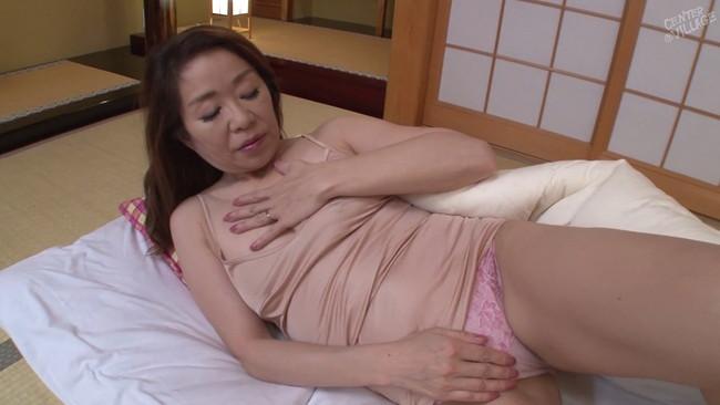【おっぱい】義息に手を出されてしまうものの久々のセックスに女を取り戻してしまう義母のおっぱい画像がエロすぎる!【30枚】 18