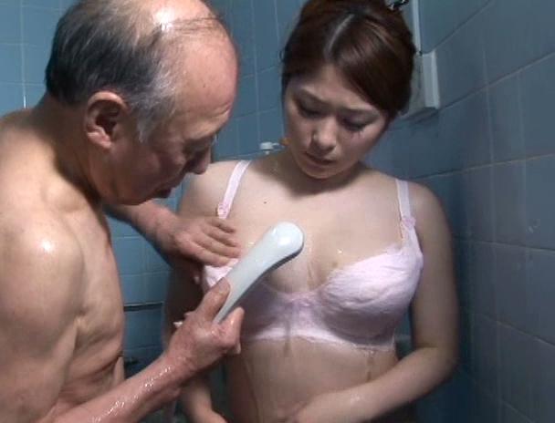 【おっぱい】義父を介護していくうちにセックスまでしてしまい禁断介護を始めてしまう巨乳嫁のおっぱい画像がエロすぎる!【30枚】 10