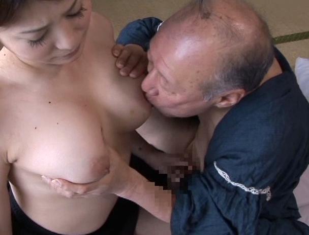 【おっぱい】義父を介護していくうちにセックスまでしてしまい禁断介護を始めてしまう巨乳嫁のおっぱい画像がエロすぎる!【30枚】 16