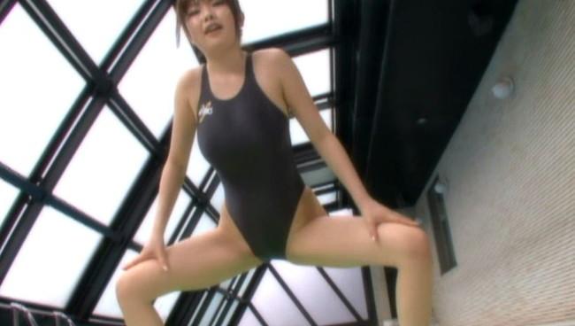 【おっぱい】競泳水着で男性たちを魅了する!最強のオッパイを持つAVクイーン・浜崎りおちゃんのおっぱい画像がエロすぎる!【30枚】 09