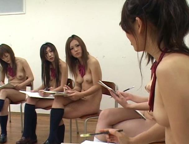 【おっぱい】全裸登校日で学校内で全裸になりながらエッチなことをしちゃう女子校生たちのおっぱい画像がエロすぎる!【30枚】 22