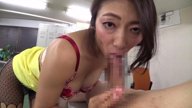 【おっぱい】痴女プレイで男性を次から次へとイカせるテクニックが絶妙な美熟女痴女優・小早川怜子さんのおっぱい画像がエロすぎる!【30枚】 12