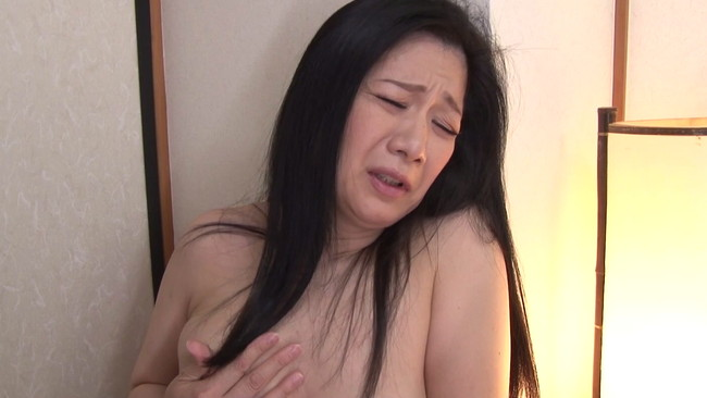 【おっぱい】彼女よりも魅力的に感じてしまう近親相姦セックスをしてしまっている母親のおっぱい画像がエロすぎる!【30枚】 16
