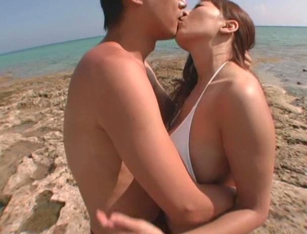 【おっぱい】南国で野外セックスをしまくってイキまくっちゃうJカップ爆乳のAV女優・Hitomiさんのおっぱい画像がエロすぎる!【30枚】 13