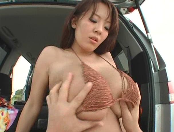 【おっぱい】南国で野外セックスをしまくってイキまくっちゃうJカップ爆乳のAV女優・Hitomiさんのおっぱい画像がエロすぎる!【30枚】 17