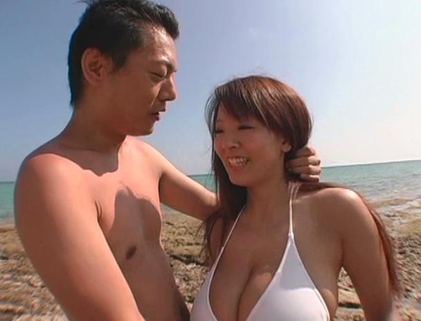 【おっぱい】南国で野外セックスをしまくってイキまくっちゃうJカップ爆乳のAV女優・Hitomiさんのおっぱい画像がエロすぎる!【30枚】 18