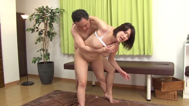 【おっぱい】プロレス技を掛けられてマッサージと称して中出しセックスを決められてしまう女性たちのおっぱい画像がエロすぎる!【30枚】 20