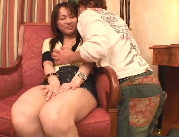 【おっぱい】クラブのノリが大好きな上に濃厚なセックスまでも大好きだという素人娘ちゃんのおっぱい画像がエロすぎる!【30枚】 01