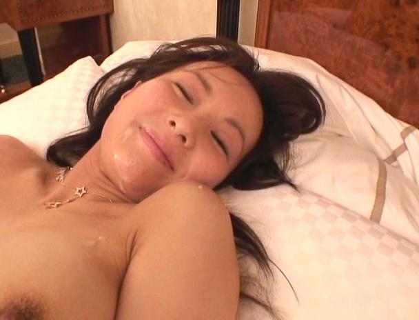 【おっぱい】クラブのノリが大好きな上に濃厚なセックスまでも大好きだという素人娘ちゃんのおっぱい画像がエロすぎる!【30枚】 16