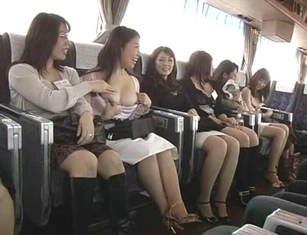 【おっぱい】超人気!ヤリまくり無制限の乱交温泉バスツアーに参加しちゃっている美人団地妻たちのおっぱい画像がエロすぎる!【30枚】 26