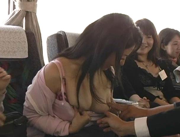【おっぱい】超人気!ヤリまくり無制限の乱交温泉バスツアーに参加しちゃっている美人団地妻たちのおっぱい画像がエロすぎる!【30枚】 28