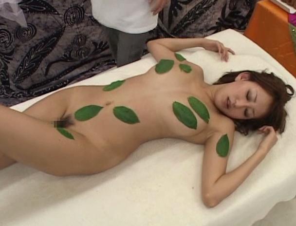 【おっぱい】謎の薬草で体が敏感に?!卑猥なマッサージで何度もイッてしまう女性たちのおっぱい画像がエロすぎる!【30枚】 11