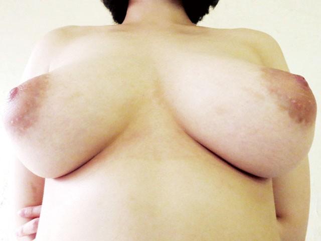 【おっぱい】全裸になりながら女体観察をされちゃってハニかんじゃっている女の子たちのおっぱい画像がエロすぎる!【30枚】 30