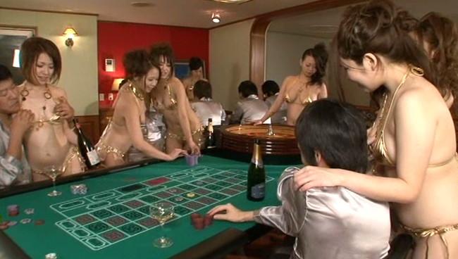 【おっぱい】年会費100万の会員制全裸スパリゾートで男性たちを虜にしてしまう美女たちのおっぱい画像がエロすぎる!【30枚】 01