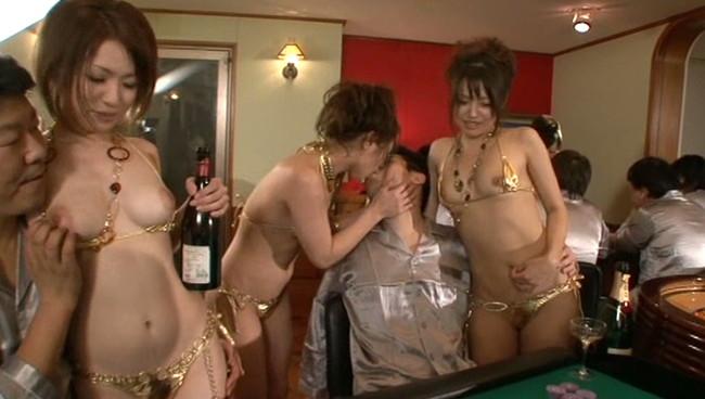 【おっぱい】年会費100万の会員制全裸スパリゾートで男性たちを虜にしてしまう美女たちのおっぱい画像がエロすぎる!【30枚】 04