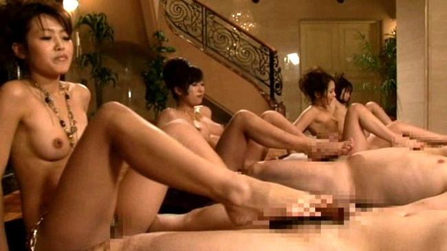 【おっぱい】年会費100万の会員制全裸スパリゾートで男性たちを虜にしてしまう美女たちのおっぱい画像がエロすぎる!【30枚】 30