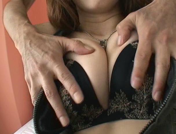【おっぱい】全てにおいてパーフェクト!セックスも大好きだというから文句のつけようがないお姉さんのおっぱい画像がエロすぎる!【30枚】 01