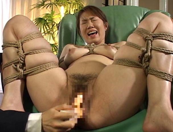 【おっぱい】緊縛されて調教されながら母乳を噴射して悶絶しまくっている人妻さんのおっぱい画像がエロすぎる!【30枚】 22