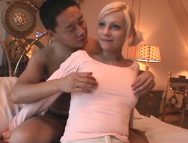 【おっぱい】日本人の男性と異国情緒あふれるセックスを繰り広げては悶絶しちゃっている外国人女性たちのおっぱい画像がエロすぎる!【30枚】 11