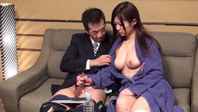 【おっぱい】大きくなった男性のチ〇ポを見せつけられて我慢できなくなってセックスしちゃった女の子たちのおっぱい画像がエロすぎる!【30枚】