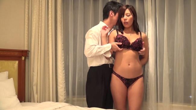 【おっぱい】毎日違う男とセックスをやりまくっては欲求不満を解消している男喰いヤリまん人妻さんのおっぱい画像がエロすぎる!【30枚】 15