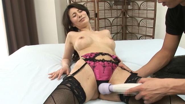 【おっぱい】欲求不満すぎて、他の男性との生中出しセックスで異常に興奮してイっちゃっている人妻さんたちのおっぱい画像がエロすぎる!【30枚】 05