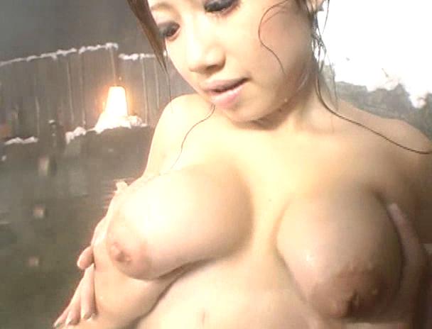 【混浴 セックス】混浴の露天風呂で4Pしはじめ、フェラしてベロチューしながら手繋ぎバックで挿入され寝取られる美巨乳お姉さんたちのおっぱい画像集w 27