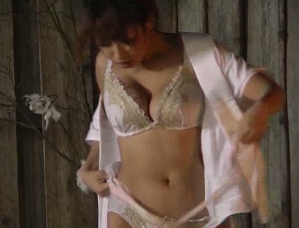 【混浴 セックス】混浴の露天風呂で4Pしはじめ、フェラしてベロチューしながら手繋ぎバックで挿入され寝取られる美巨乳お姉さんたちのおっぱい画像集w 29
