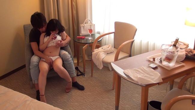 【おっぱい】街頭インタビューに出てくるような美男彼氏を連れていたのでそのままホテル盗撮されちゃう彼女のおっぱい画像がエロすぎる!【30枚】 10