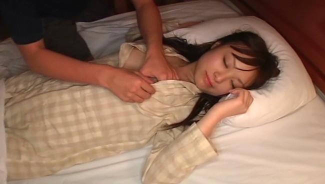 【おっぱい】寝起き襲撃セックスで無抵抗のまま感じちゃっているセクシーアイドルたちのおっぱい画像がエロすぎる!【30枚】 15