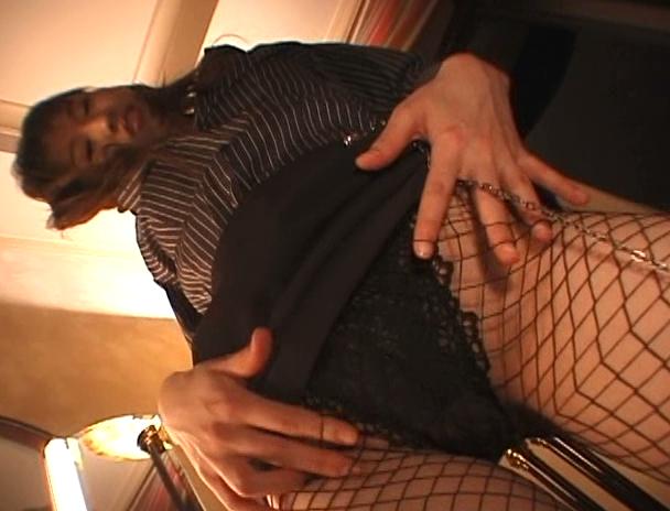 【おっぱい】スタイル抜群で網タイツで美脚がより一層魅力的になってものすごくエロくなったお姉さんのおっぱい画像がエロすぎる!【30枚】 15