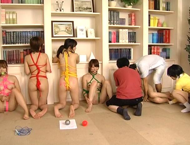 【おっぱい】全裸で緊縛・猿轡をされて人間玩具として一家に一体設置されてはエッチなことをされまくっちゃう女の子たちのおっぱい画像がエロすぎる!【30枚】 06