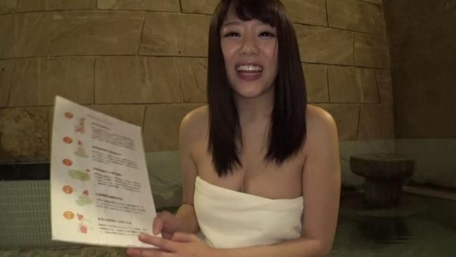 【おっぱい】目の前でまさかのチラ見えポロリ!温泉レポートにやってきた有名女子アナのおっぱい画像がエロすぎる!【30枚】 23