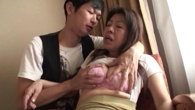 【おっぱい】ナンパされちゃってホテルに連れ込まれて大好きなセックスで中出しされちゃった人妻さんたちのおっぱい画像がエロすぎる!【30枚】 13