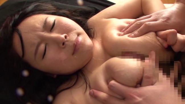 【おっぱい】AVだけでしか観ることができない?!母乳を吹き出しながら感じまくっちゃっているMカップ爆乳美少女のおっぱい画像がエロすぎる!【30枚】 10