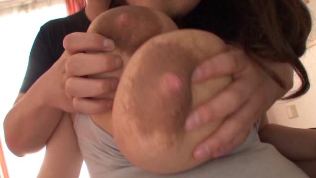 【おっぱい】AVだけでしか観ることができない?!母乳を吹き出しながら感じまくっちゃっているMカップ爆乳美少女のおっぱい画像がエロすぎる!【30枚】 18
