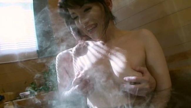 【おっぱい】最高の癒し系!人妻温泉に入りに来たヤリ目的の男たちと一糸まとわぬセックスを楽しんじゃっている人妻さんたちのおっぱい画像がエロすぎる!【30枚】 30
