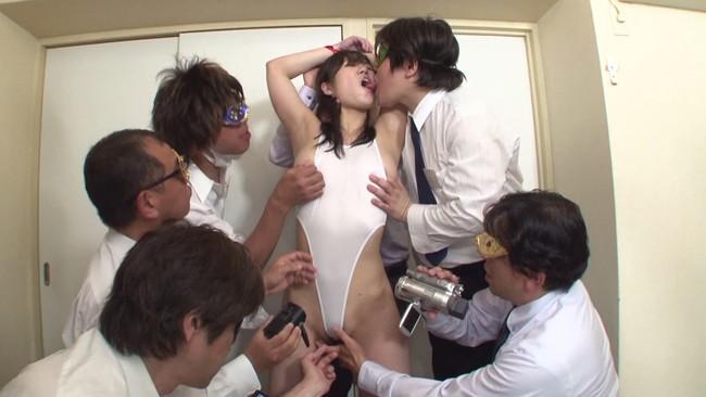 【おっぱい】複数の男性たちと乱交セックスしたいと懇願して乱交パーティで楽しんじゃっている素人妻さんのおっぱい画像がエロすぎる!【30枚】 10