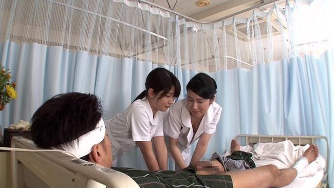 【おっぱい】せんずりを見せつけたらヤれたがバレてしまい怒られるかと思ったら2人で一緒にヤってくれた看護師さんたちのおっぱい画像がエロすぎる!【30枚】 23
