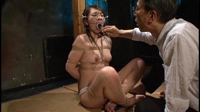 【おっぱい】倒錯魔に地下牢へ閉じ込められてしまい徹底的に調教凌辱を繰り返される女性のおっぱい画像がエロすぎる!【30枚】 28