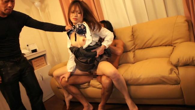 【おっぱい】悪い男たちの餌食になってしまい強制的に凌辱されて中出しまでされてしまったウブな女性たちのおっぱい画像がエロすぎる!【30枚】 04