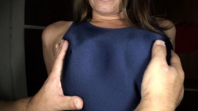 【おっぱい】スクール水着姿のままで真正中出しセックスをしちゃう東欧の金髪巨乳スクール水着パイパン美少女たちのおっぱい画像がエロすぎる!【30枚】 07