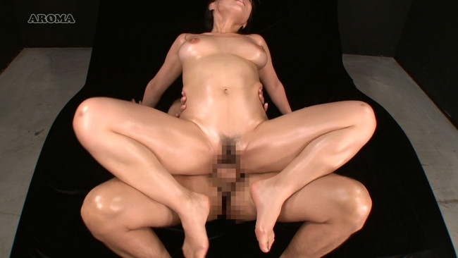 【おっぱい】動くビニ本を体現しちゃって卑猥なボディを見せながらセックスをしちゃう美熟女モデルさんのおっぱい画像がエロすぎる!【30枚】 21