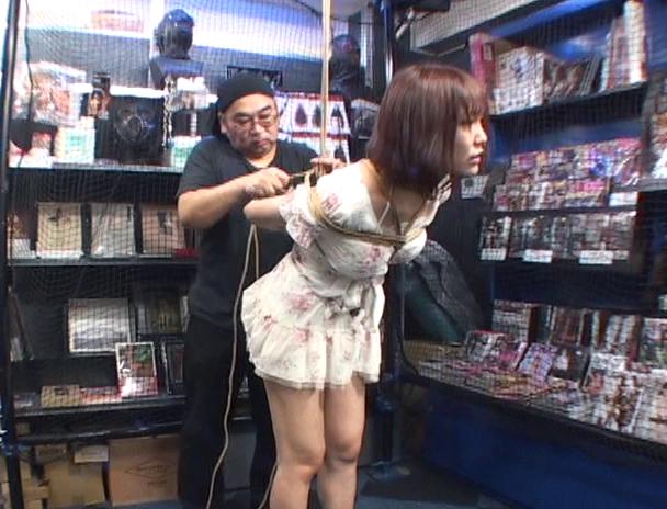 【おっぱい】緊縛マニアの間では裸で緊縛よりも興奮すると言われている私服で緊縛されちゃう女性たちのおっぱい画像がエロすぎる!【30枚】 05