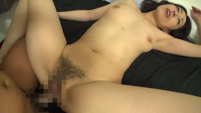 【おっぱい】旦那さんとセックスレスで欲求不満なところを誘われて中出しセックスまでされちゃった美熟女・美乳な人妻さんのおっぱい画像がエロすぎる!【30枚】 12