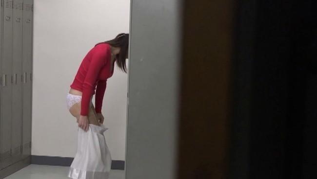 【おっぱい】自分にペニクリがあることを隠してたが、見つかってしまい生徒たちに狙われた美人女教師のおっぱい画像がエロすぎる!【30枚】 29