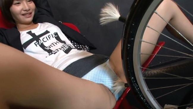 【おっぱい】女性たちを快感の渦に陥れるべくして開発された新兵器べろべろクンニ自転車でイキまくっちゃう美女たちのおっぱい画像がエロすぎる!【30枚】 03