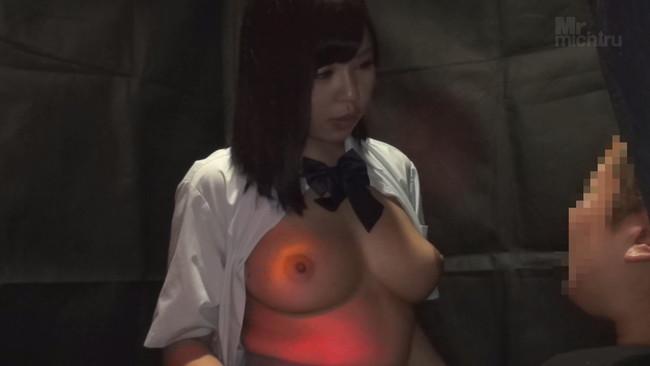 【おっぱい】日本最大の繁華街にある「老舗おっぱいパブ」でベテラン嬢から客を奪うために内緒でセックスさせてくれる新人嬢たちのおっぱい画像がエロすぎる!【30枚】